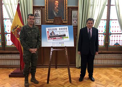 Francisco Javier Marcos Izquierdo y Carlos Javier Hernández Yebra, durante la presentación del cupón