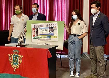 Foto de familia de los participantes en la presentación del cupón