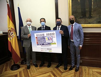 Foto de familia de la presentación del cupón de la ONCE dedicado al 150 años del Instituto Geográfico Nacional