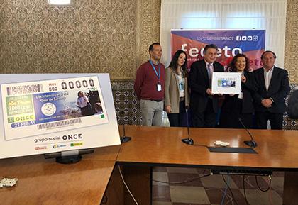 Foto de familia de la presentación del cupòn de la ONCE dedicado al Día Internacional del Guía de Turismo