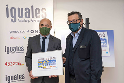 Entrega del cupón dedicado al Fondo Social Europeo