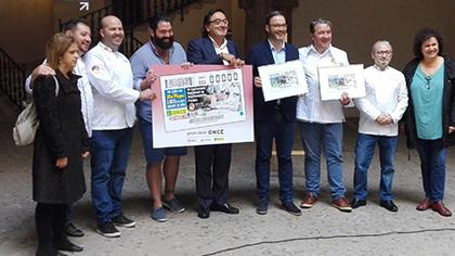 Foto de familia de la presentación del cupón de la ONCE dedicado al VI Certamen Nacional de Gastronomía, de Palma