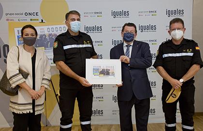 Foto de familia de la presentación del cupón dedicado al 15 aniversario de la UME