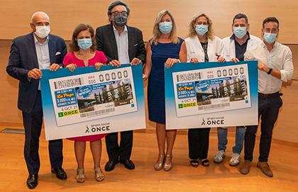 Foto de familia de la presentación del cupón dedicado al Hospital Universitario Son Espases