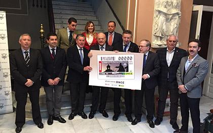 Foto de familia de todos los participantes en la presentación del cupón del 6 de enero dedicado a la cabalgata de Reyes de Sevilla