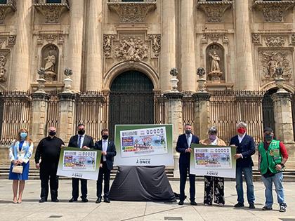 Foto de familia de la presentación del cupón dedicado al 80 aniversario del Diario Jaén
