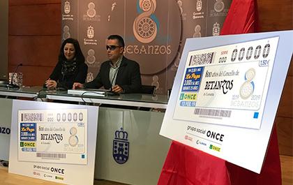 Marta Barral y Manuel Martínez Pan, en la presentación del cupón de la ONCE dedicado al 800 aniversario de Betanzos