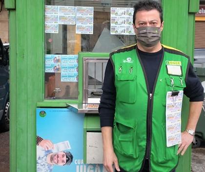 José González Mas, vendedor de la ONCE en Manises