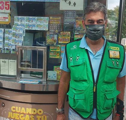 Manuel Vidal, vendedor de la ONCE en Mairena del Aljarafe