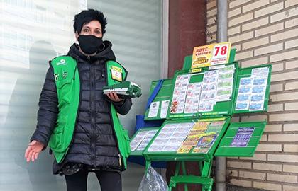 Marta Meabe, vendedora de la ONCE en Arrasate-Mondragón