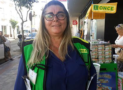 Encarnación Porras, vendedora de la ONCE que ha repartido premios en Chipiona