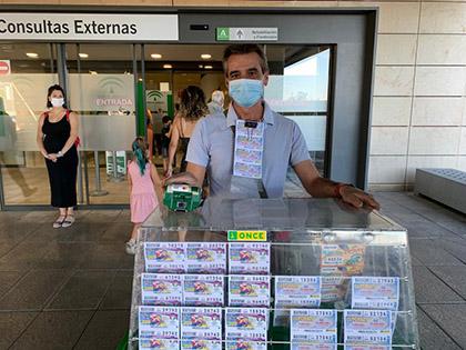 Pablo Calvet, vendedor afiliado a la ONCE en Granada