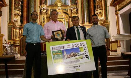 Foto de familia de la presentación del cupón del 16 de agosto dedicado a Fortuna