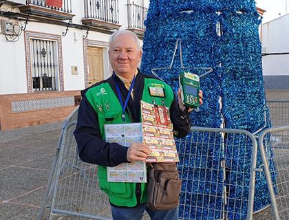 Miguel Ortega González, vendedor de la ONCE que ha repartido un Sueldazo en Chucena (Huelva)