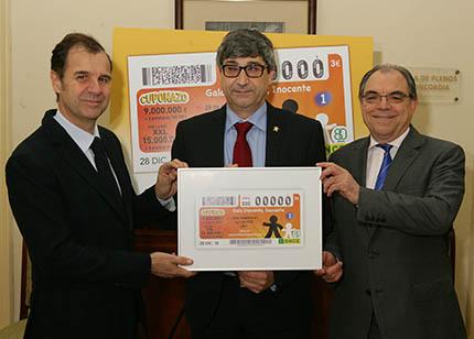 Foto de familia presentación cuponazo dedicado a la Fundación Inocente, Inocente