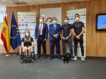 El presidente del CPE, con varios de los miembros del equipo paralímpico español