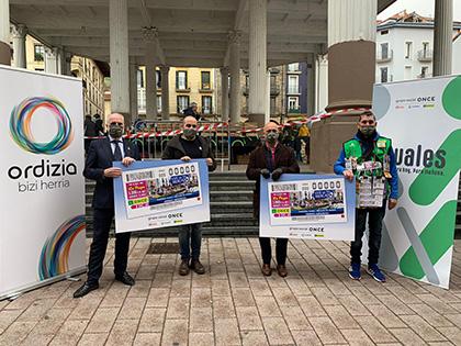 Foto de familia de la presentación del cupón dedicado al Mercado de Ordizia