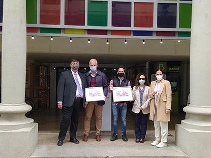 Foto de familia de la presentación del cupón dedicado al Mercado de San Blas, en Logroño