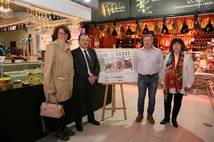 Concepción Díaz de Villegas Solans, Luis Natalio Royo, Antonio Jesús Lázaro y María Teresa Rodríguez Peco presnetanel cupón del Mercado de Tirso de Molina