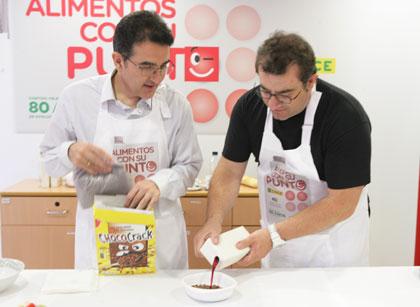 Sergio Fernández y Andrés Ramos durante la preparación del desayuno