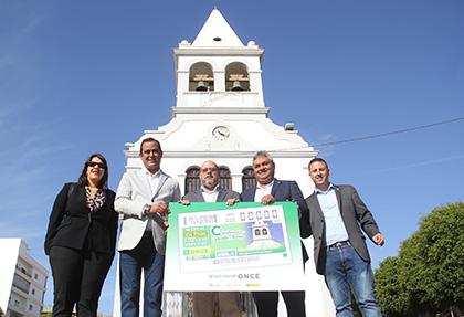Foto de familia de la presentación del cupón dedicado al reloj de la Iglesia de Puerto del Rosario