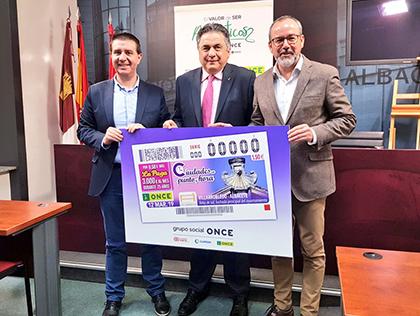Presentación del cupón de la ONCE dedicado al Reloj de Sol de la fachada del Ayuntamiento de Villarrobledo
