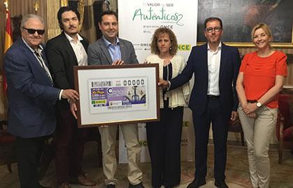 Foto de familia de los participantes en la presentación del cupón del 22 de julio dedicado al Reloj El Morito