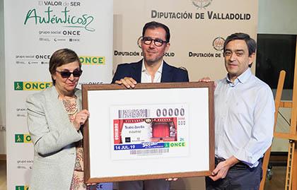 Foto de familia de los participantes en la presentación del cupón de 14 de julio