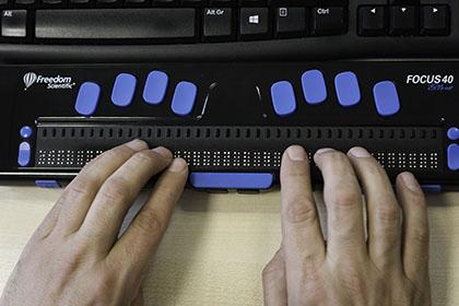 Línea braille de ocho puntos