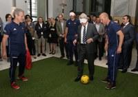 Enrique Cerezo lanzando penalti a ciegas