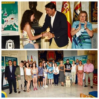 Collage con dos momentos de la recepción del alcalde de Alicante
