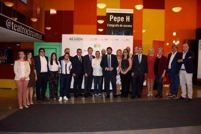 Foto de familia premiados y autoridades Premios Solidarios ONCE Región de Murcia 2018