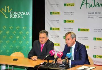 El delegado territorial de Castilla-La Mancha y el presidente de Eurocaja durante su intervención