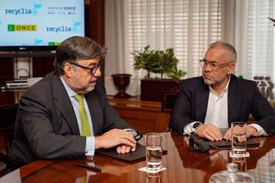 Firma del convenio entre ONCE y Recyclia