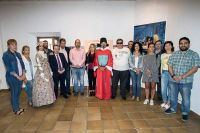 Foto de familia presentación cupón del 7 de octubre dedicado a la Feria Barroca de Valdemoro