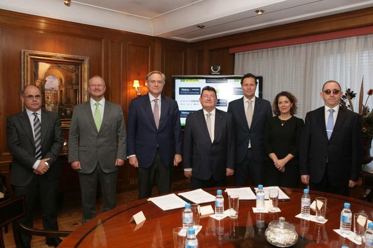 Firma del convenio entre ONCE y Telefónica