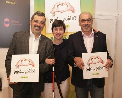 Raquel Alba junto a Gallego&Rey durante la presentación del folleto