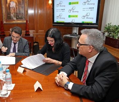 Firma del convenio entre ONCE y Cibervoluntarios