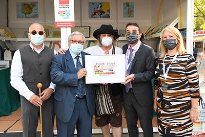 Foto de familia de la presentación del cupón de la ONCE dedicado a la Feria del Libro de Madrid