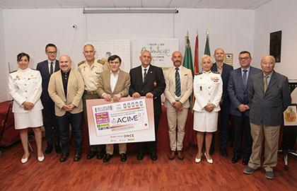 Foto de familia de los participantes en la presentación del cupón del 27 de agosto dedicado a ACIME
