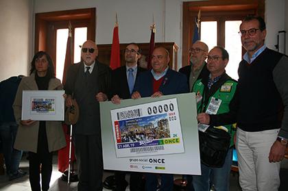 Foto de la presentación del cupón de la ONCE edicado a La Cortesía de la Semana Santa de Cieza