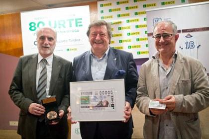 Foto de familia de la presentación del cupón dedicado a la Federación Guipuzcoana de Fútbol