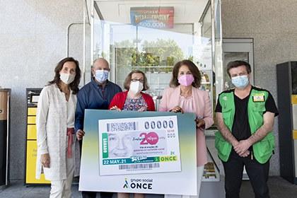 Foto de familia de la presentación del cupón de la ONCE dedicado al 20 aniversario de la Fundación Integra