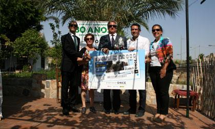 Foto de familia de la presentación del cupón del 15 de agosto dedicado a la localidad de Alcantarilla (Murcia)
