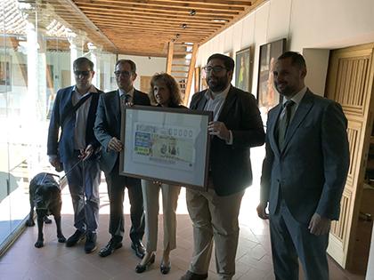 Foto de familia de la presnetación del cupón de la ONCE dedicado a la Muestra Nacional de Teatro de Ávila