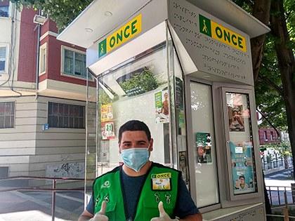Miguel vendedor de la ONCE