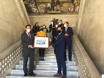 Foto de familia de la presentación del cupón dedicado a la Pedrea del Pan y el Quesillo
