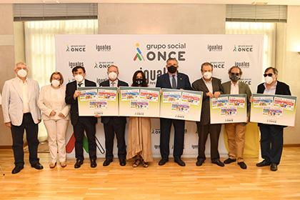 Foto de familia de la presentación de los cupones que la ONCE dedica a Mayores y Pensionistas