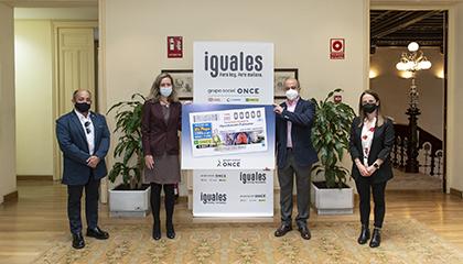 Foto de familia de la presentación del cupón dedicado a la Fundación contra la Hipertensión Pulmonar