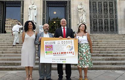 Foto de familia de los participantes en la presentación del cupón dedicado al 70 aniversario de ANABAD